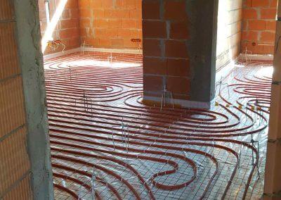 Instalacja ogrzewania podłogowego przygotowana do wylania posadzki anhydrytowej