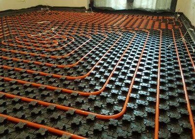 Przygotowana instalacja ogrzewania podłogowego do wykonania posadzki anhydrytowej